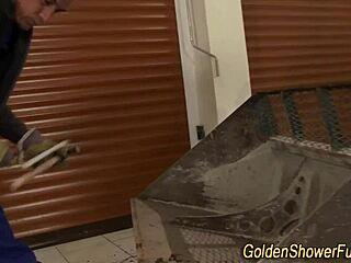Amateur Pärchen Goldene Dusche