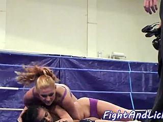 frau pussy wrestling